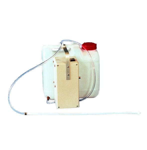 Akku-Spülgerät zur Gebärmutterspülung bei Sauen