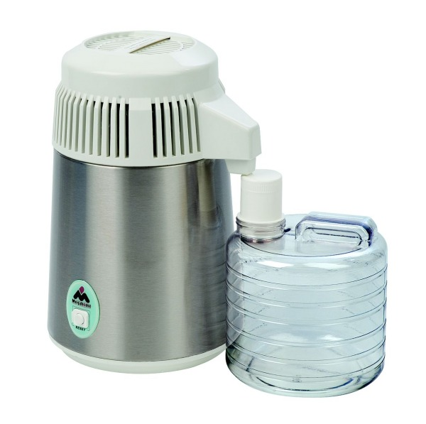 Wasserdestilliergerät mit Auffangbehälter